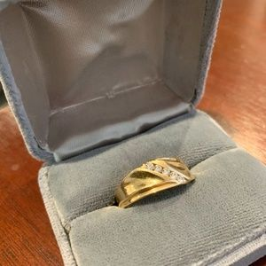 Men's 14K Gold Band w/5 Diamond Stones, size 7.5